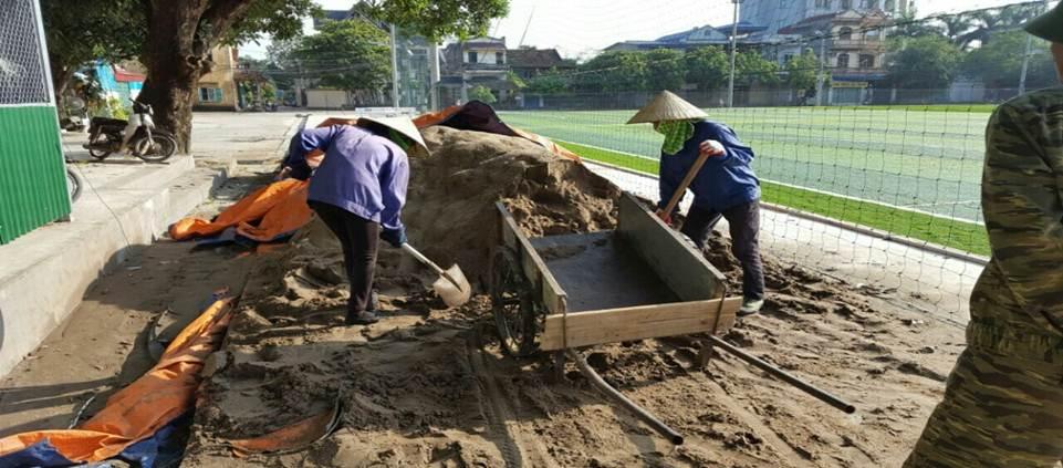 quy trình thay cỏ nhân tạo mới sân bóng cũ