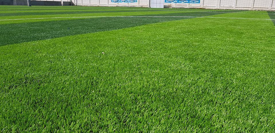 chi phí đầu tư sân bóng cỏ nhân tạo