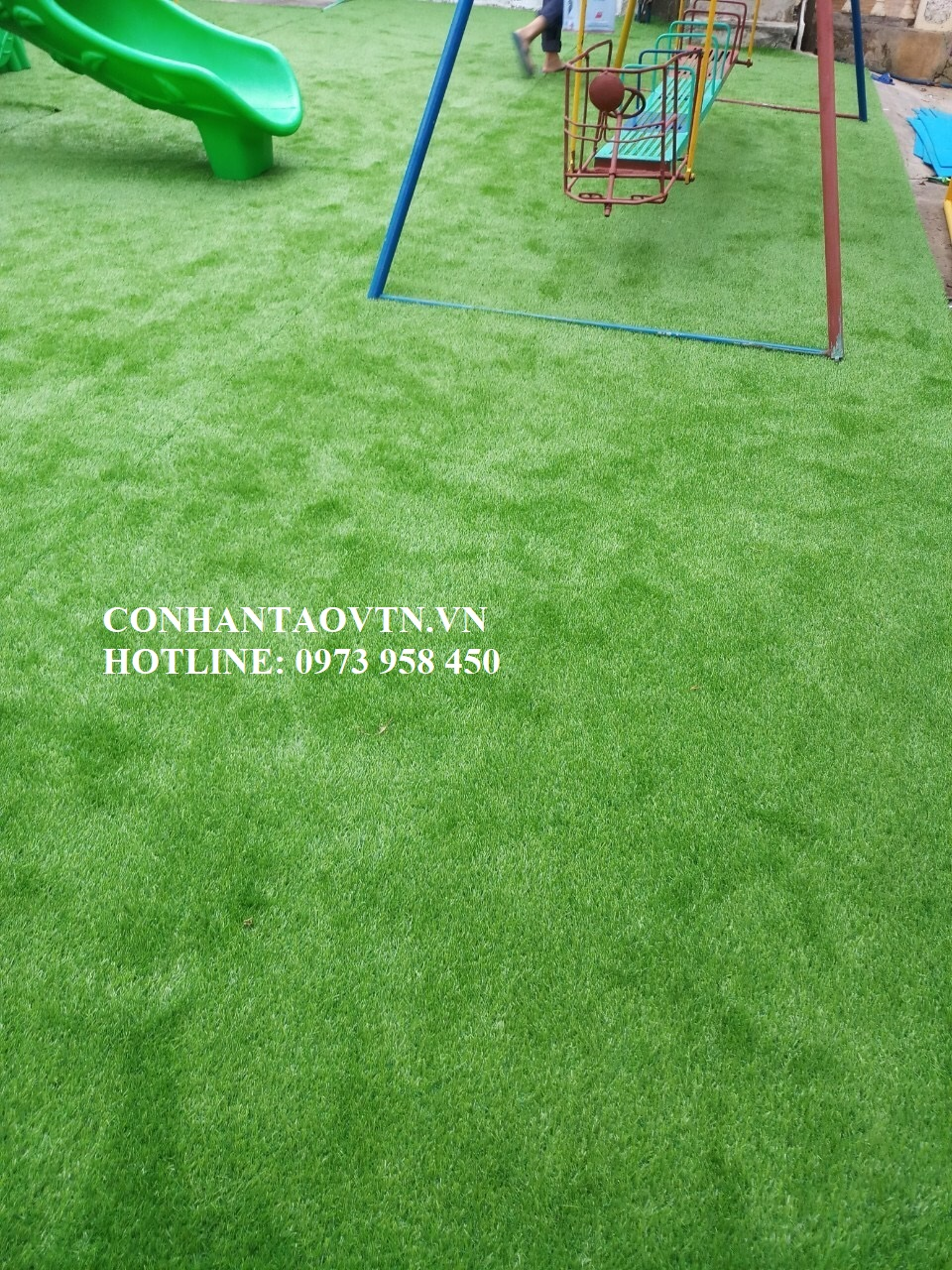 cỏ nhân tạo sân chơi